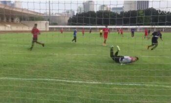 Aksi Raffi Ahmad Saat Bermain Sepak Bola