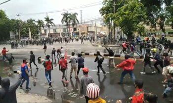 Walikota Surabaya Marahi Pengunjuk Rasa Yang Merusak Fasilitas Umum
